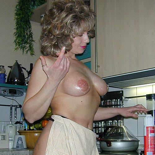 Nackte Deutsche Hausfrau